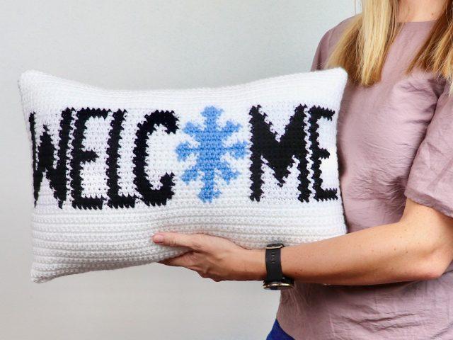 Winter Welcome Pillow Free Crochet Pattern